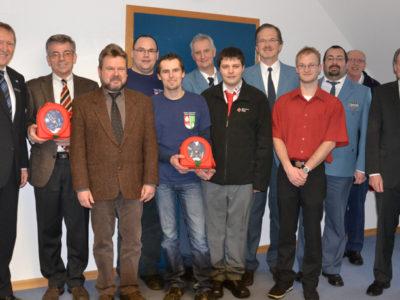 9.000 Euro Und Zwei Defibrillatoren An Hilfsorganisationen In Main-Spessart