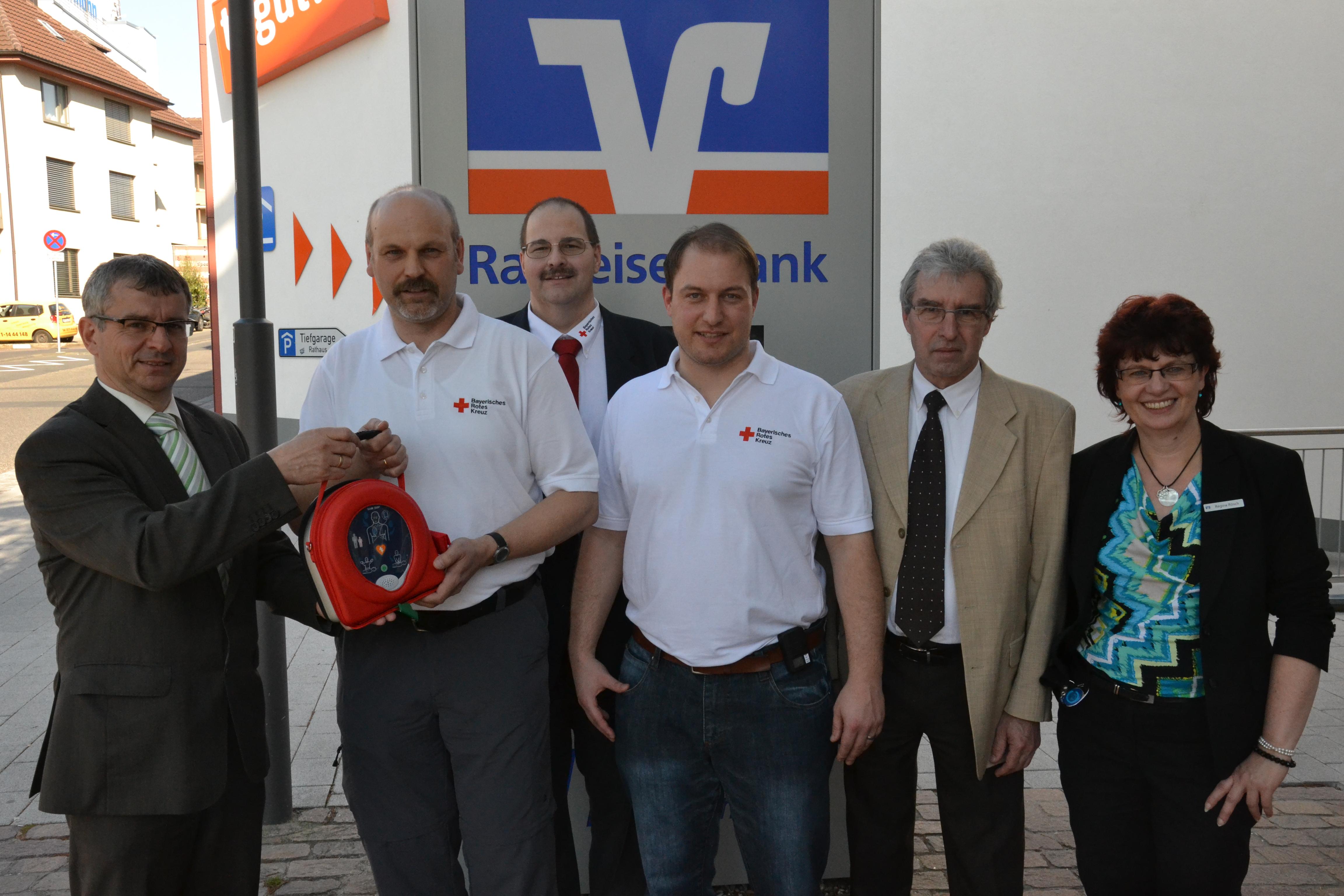 V.l.n.r. Markus Baumann (Raiba MSP), Klaus Hepp (BRK-Bereitschaft Homburg), Michael Behringer (BRK MSP-Bereitschaftsleiter), Sebastian Dürnagel (BRK-Bereitschaft Homburg), Roland Albus (Geschäftsführer BRK MSP), Regina Röesch (Raiba MSP)