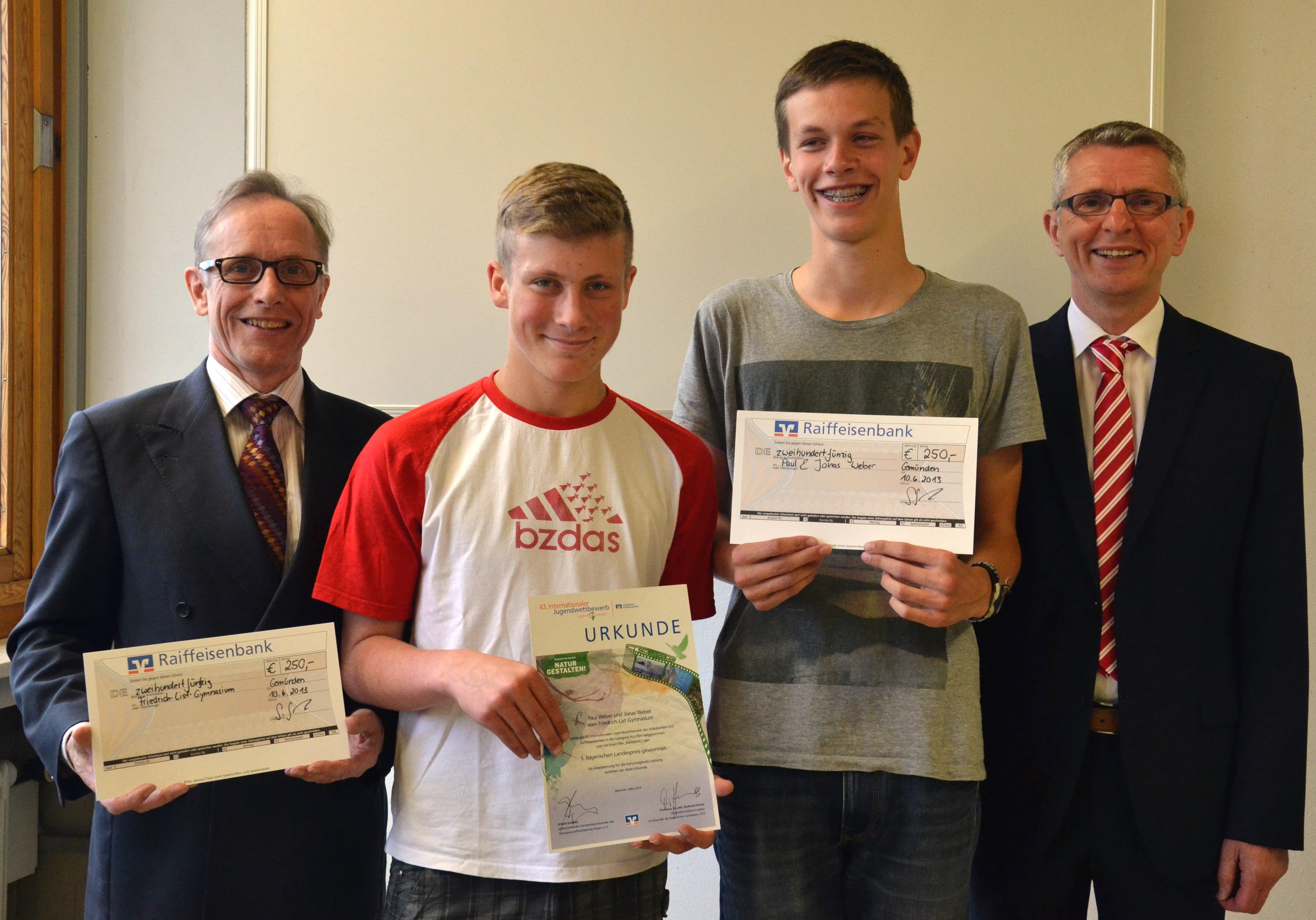 Die Preisträger Mit Schulleiter Walter Fronczek (links) Und Dieter Hechelmann (rechts)