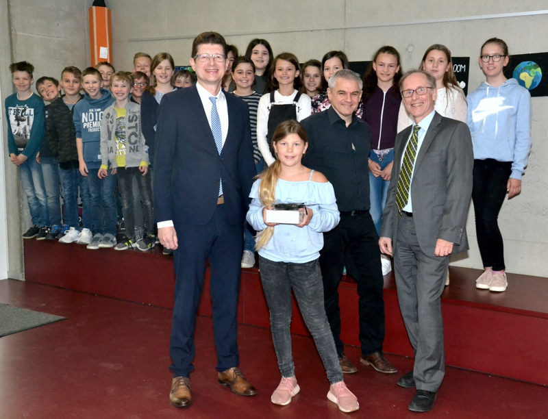 Schülerin Aus Karlstadt Gewinnt Digitalkamera Bei Raiba-Kunstwettbewerb